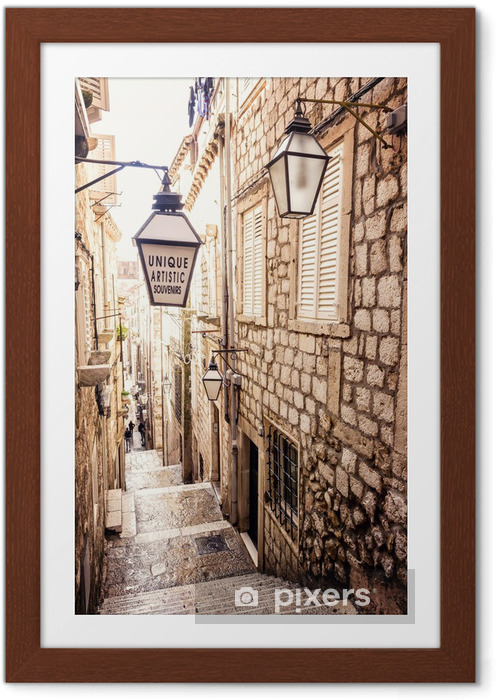 Poster en cadre Escaliers raides et rue étroite de la vieille ville de Dubrovnik - iStaging