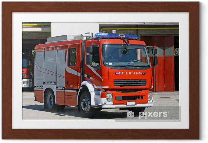 Ingelijste Poster Italiaans brandweerwagen vrachtwagen tijdens een missie - Onderweg