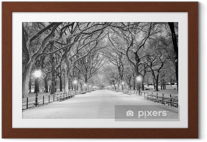 Plakat w ramie Central Park, Nowy Jork w śniegu o świcie - Miasta amerykańskie