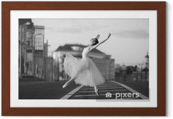 Póster Enmarcado Baile de la bailarina en el centro de Moscú en la mañana - Hobbies y entretenimiento