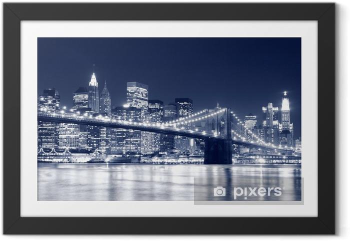 Plakat w ramie Brooklyn Bridge i Manhattan Skyline w nocy, New York City -