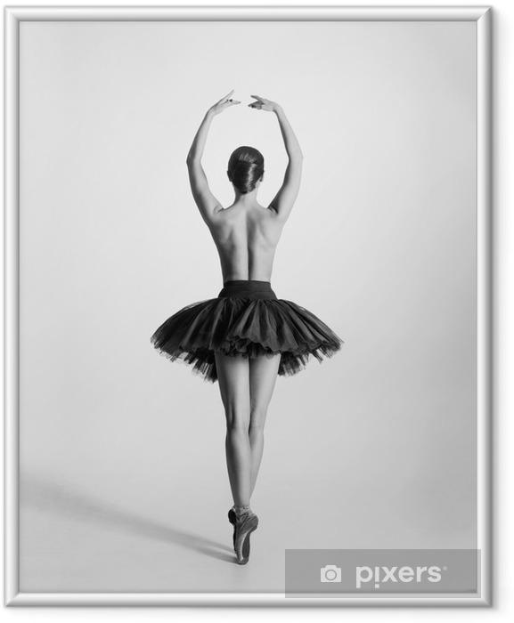 Ingelijste Afbeelding Zwart-wit spoor van een topless balletdanser - Lingerie