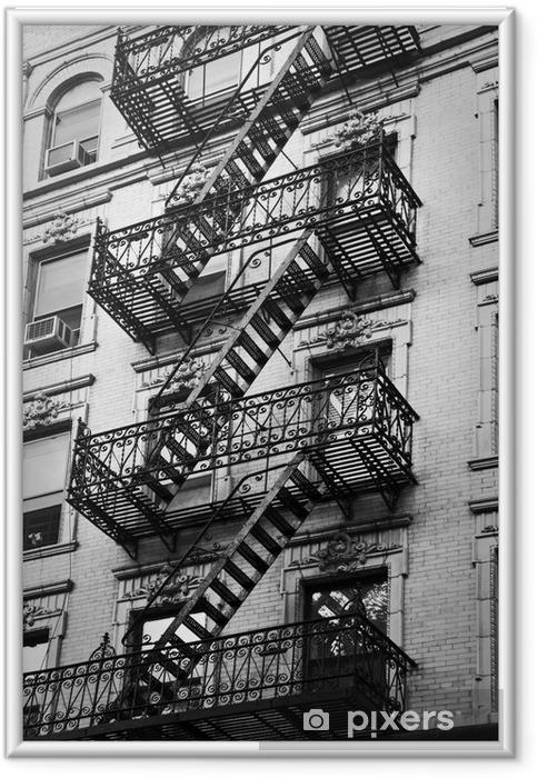 Image encadrée Façade avec escalier de secours noir et blanc - New-York - Thèmes