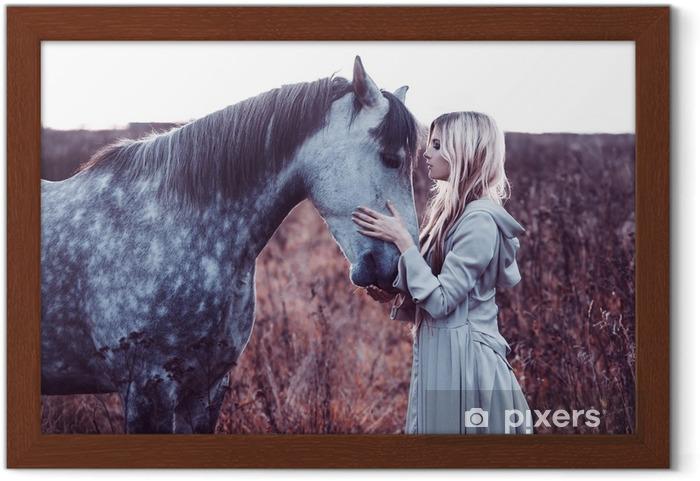 Rámovaný obraz Krása blondie s koněm v terénu, účinek tónování - Životní styl