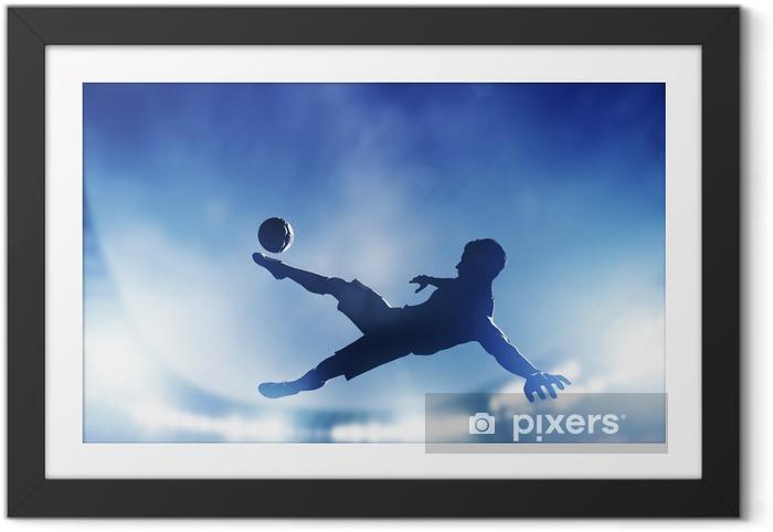 Gerahmtes Bild Fußball, Fußball-Spiel. Ein Spieler schießt aufs Tor - Themen