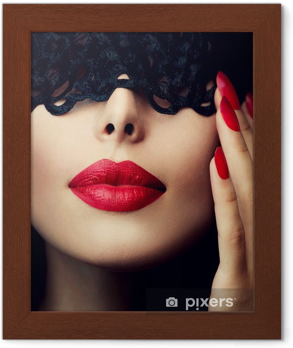 Poster en cadre Belle femme avec un masque de dentelle noire sur les yeux - Bouche