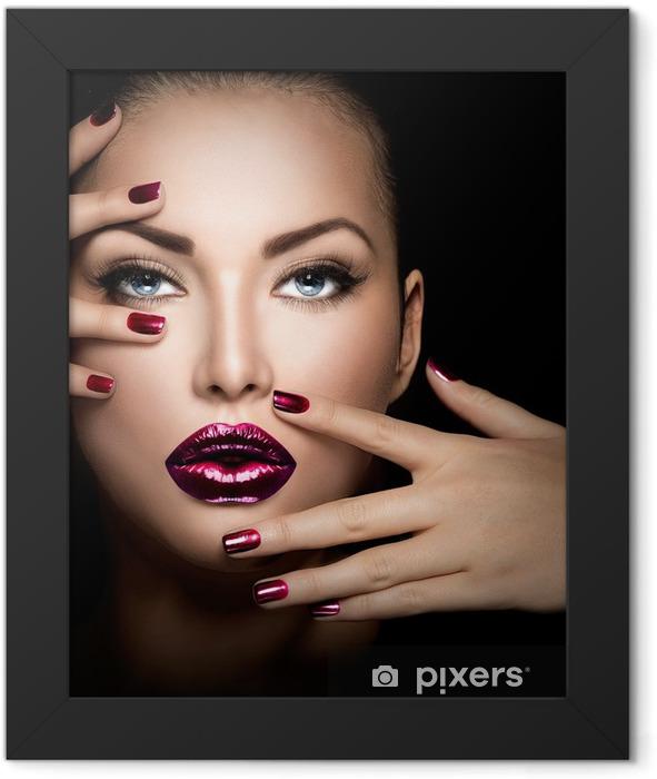 Poster en cadre Fashion model visage de fille, beauté, femme, maquillage et manucure - Thèmes
