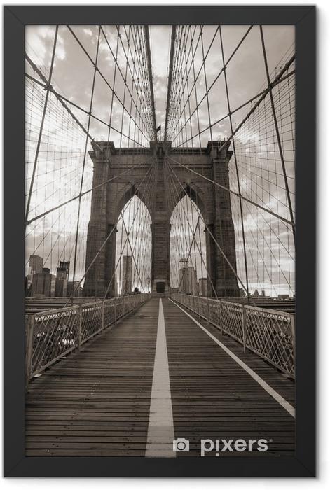 Plakat w ramie Brooklyn Bridge w Nowym Jorku. sepię. -
