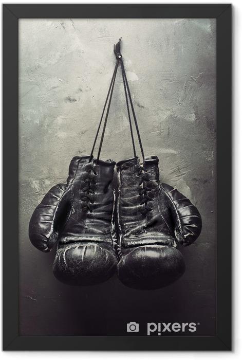 Plakat w ramie Stare rękawice bokserskie powiesić na gwoździu - Tematy