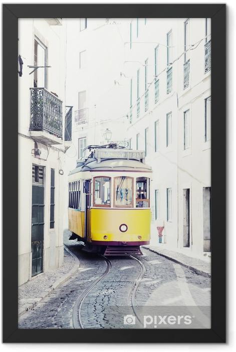 Ingelijste Poster Gele oude tram op de straten van Lissabon, Portugal - iStaging