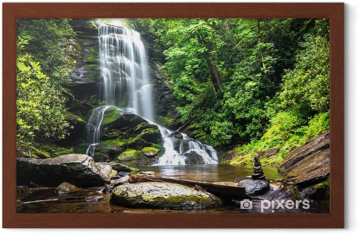 Plakat w ramie Wodospad wśród leśnej zielen - Wodospady
