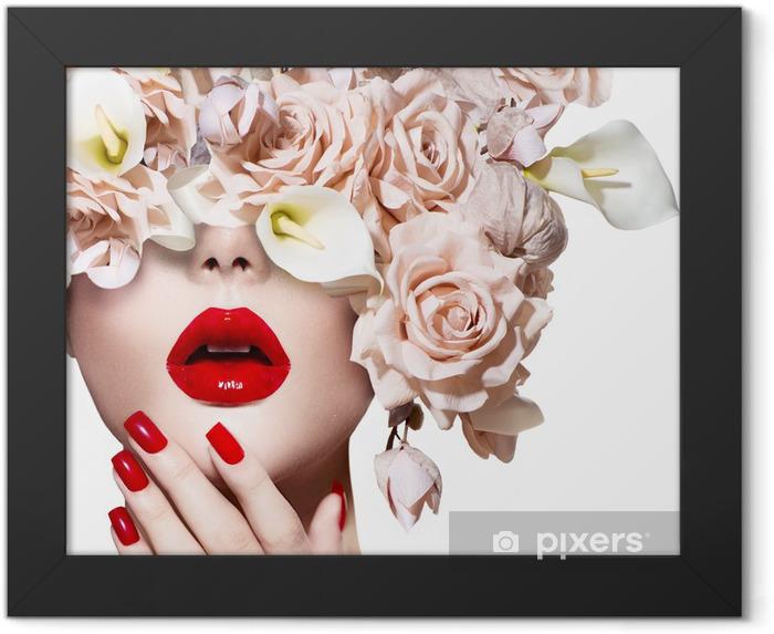 Poster en cadre Visage fille modèle de style Vogue avec des roses. Lèvres rouges sexy et des ongles. - Thèmes