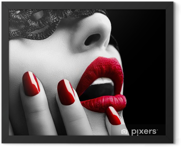 Poster en cadre Belle femme avec un masque de dentelle noire sur les yeux - Styles