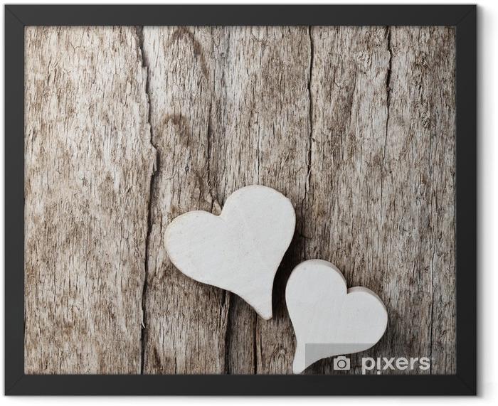 Weiße Herzen vor Holzhintergrund Framed Poster - International Celebrations