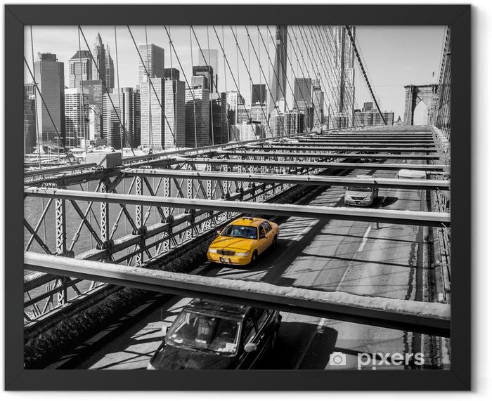 Plakat w ramie Taxi cab przekroczeniu mostu Brooklynie w Nowym Jorku -