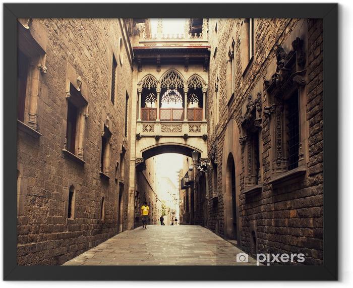 Plakat w ramie Gothic ulicy z łuku w Barcelonie blisko Katedra. - Tematy