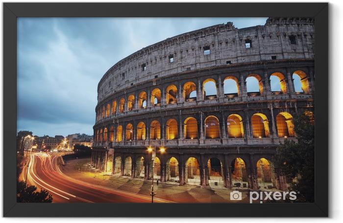 Plakat w ramie Koloseum w nocy. Rzym - Włochy -