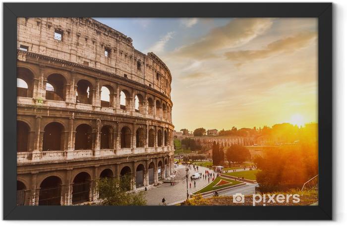 Plakat w ramie Coliseum o zachodzie słońca - Włochy