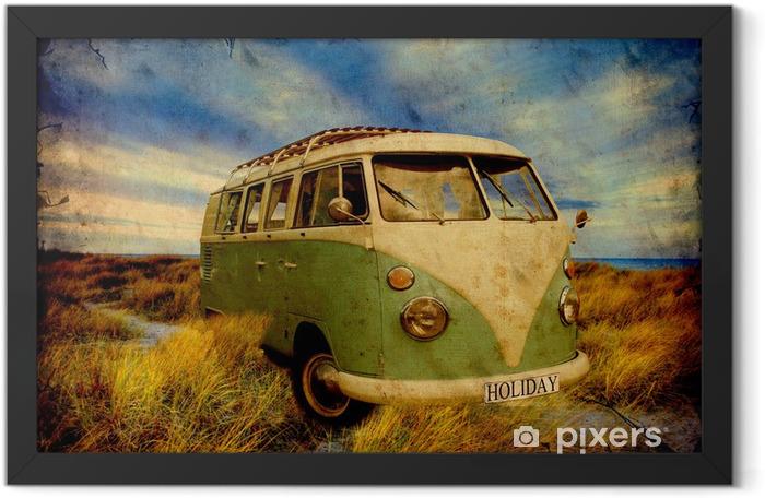 Retroplakat - Grüner Bulli am Strand Framed Poster -