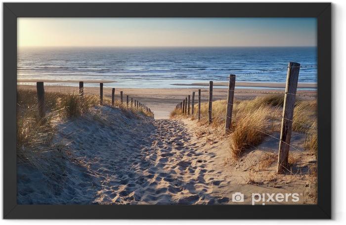 Plakat w ramie Droga do północnej plaży morskiej w złoto słońca - Przeznaczenia