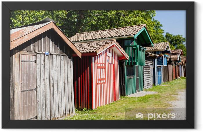 Poster en cadre Typique des maisons en bois colorées à Biganos le port d'Arcachon - Vacances