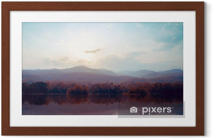Póster Enmarcado Paisaje de montañas del lago en otoño - estilos de época. - Paisajes