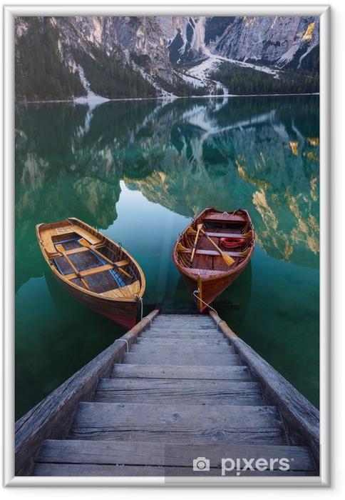 Çerçeveli Poster Dolomites dağlarda! Braies Gölü (Pragser Wildsee) üzerine Tekneler - Manzaralar