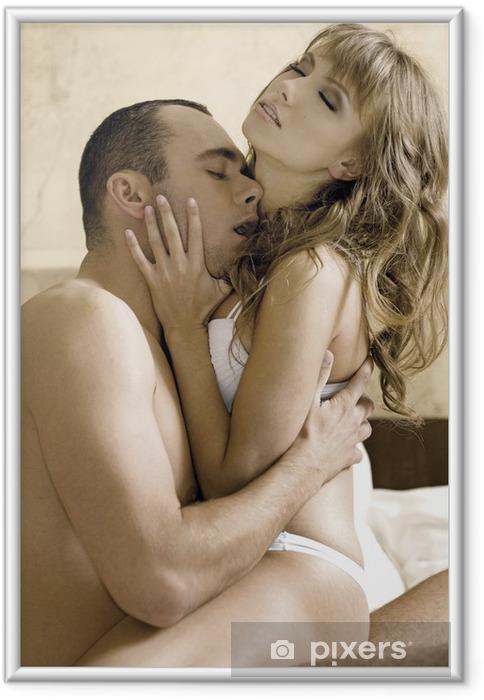 Poster i Ram Unga par i sängen - Par