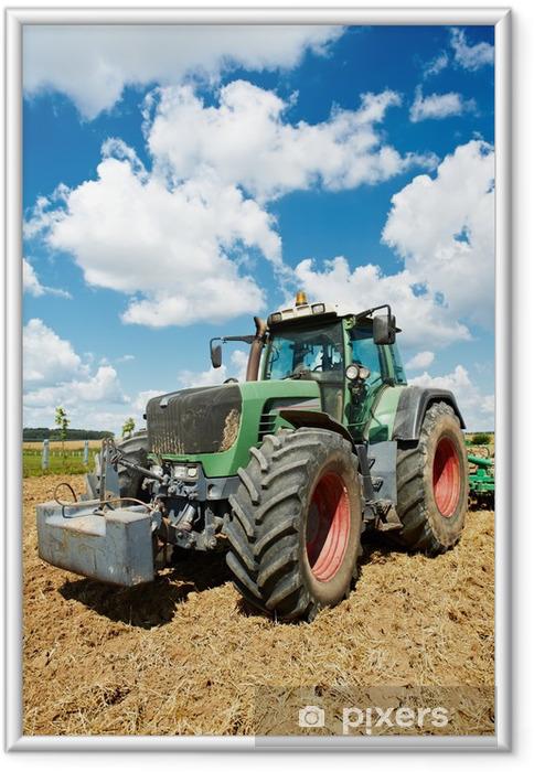 Ingelijste Poster Ploegen tractor op het veld teelt het werk - Thema's