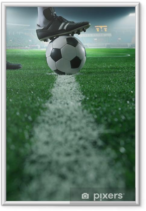 Ingelijste Poster Close-up van de voet op de top van voetbal op de lijn, zijaanzicht, stadion -