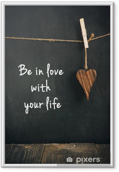 Ingelijste Poster Houten hart op bord met tekst - liefdevolle leven concept - Tekens en Symbolen