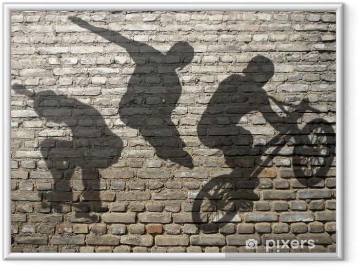 Poster en cadre Ombres de Skate, Roller & BMX sur mur de briques - Skateboarding