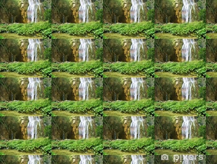 Tapeta na wymiar winylowa Wodospad w głębokim lesie - Pory roku