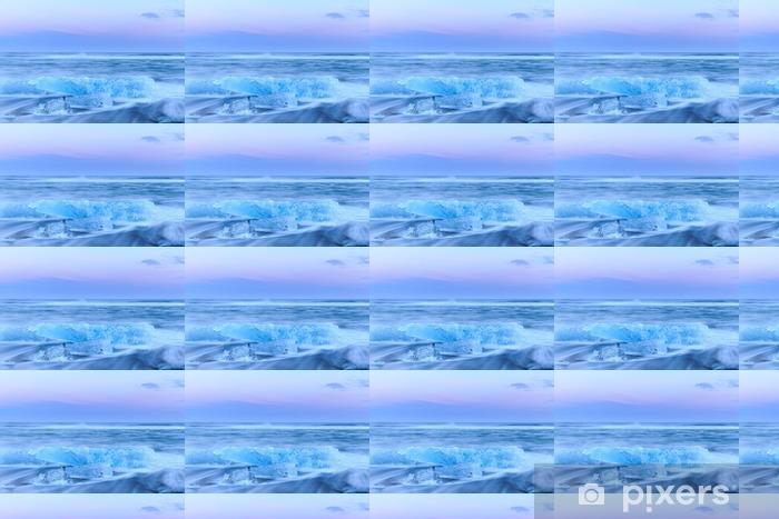 Vinylová tapeta na míru Ledovce v krystalové černé pláže na Islandu - Krajiny