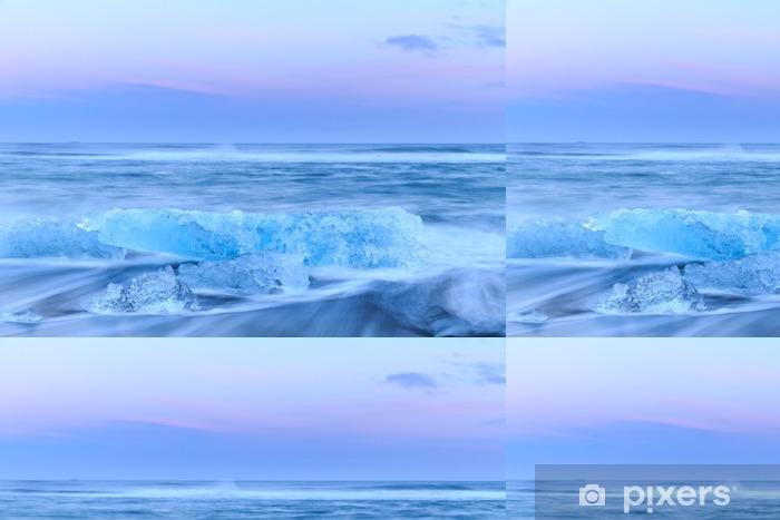 Vinylová Tapeta Ledovce v krystalové černé pláže na Islandu - Krajiny