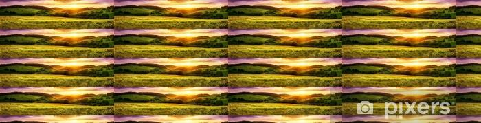Tapeta na wymiar winylowa Blühende wiese bei sonnenuntergang, ein panorama mit stimmungsvollen farben - Krajobrazy