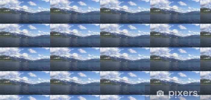 Papier peint vinyle sur mesure Lac de montagne - Eau