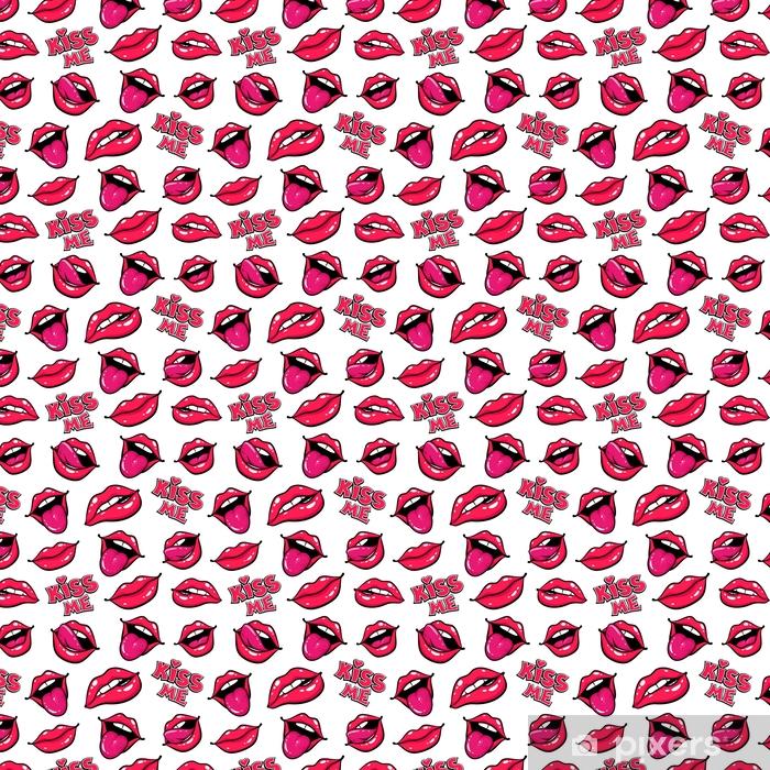 Tapeta na wymiar winylowa Usta kobiety. usta z pocałunkiem, uśmiech, język, zęby i pocałuj mnie napis na białym tle. wektor komiks wzór w stylu retro pop-artu. - Zasoby graficzne