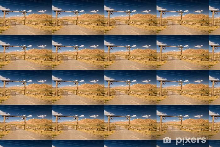 Papier peint vinyle sur mesure Une barrière et un garde dans le désert, ouest sauvage - Amérique