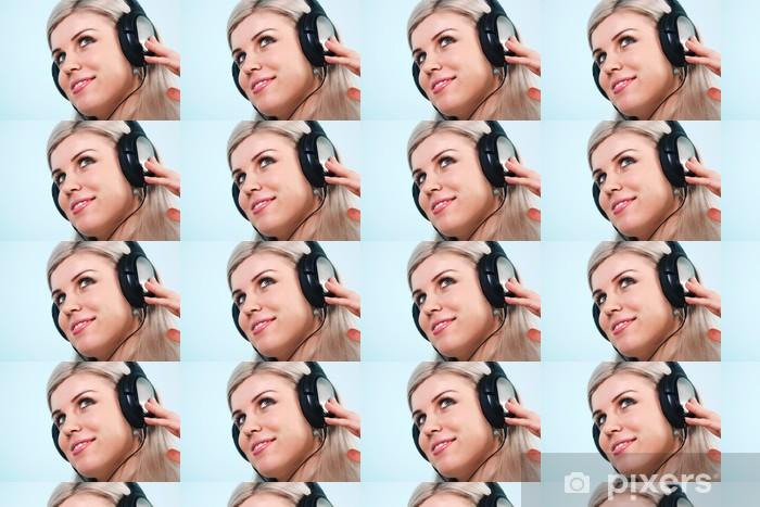 Vinyltapete nach Maß Frau mit Kopfhörern Musik hören - Haus und Garten