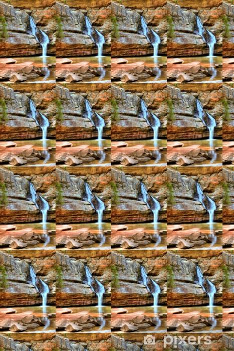 Vinyltapete nach Maß Ein schöner Wasserfall an einem Frühlingstag - Wasser