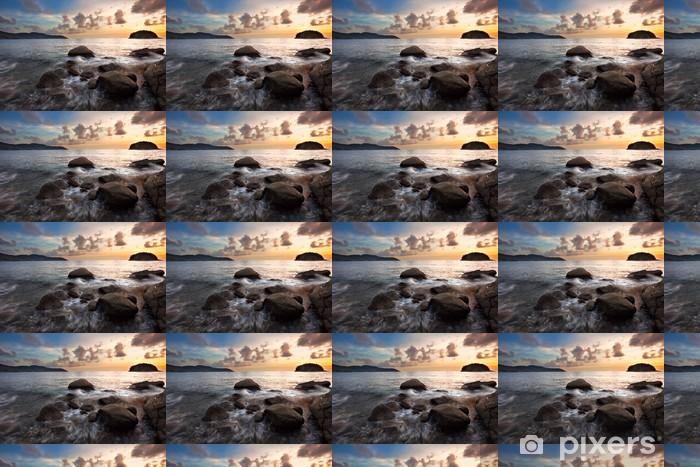 Papier peint vinyle sur mesure Coucher de soleil tropical sur les rochers. Thaïlande - Ciel