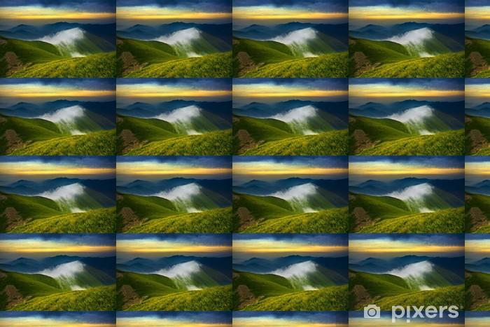 Papier peint vinyle sur mesure Coucher de soleil dans les montagnes - Montagne