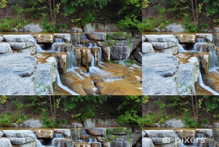 Tapeta winylowa Wodospad w lesie - Pory roku
