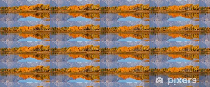 Tapeta na wymiar winylowa Odbicie kolorowych Aspen drzew w czasie jesieni - Pory roku