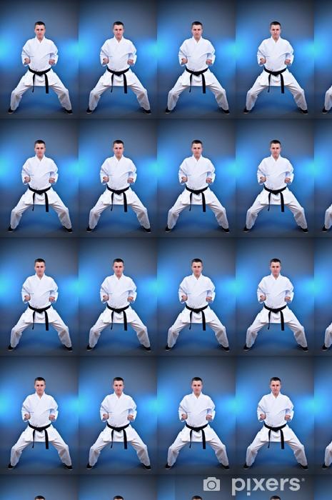dcd2b24c336234 Vinyltapete nach Maß Junge sportliche Mann macht Karate spezielle Übung -  Themen