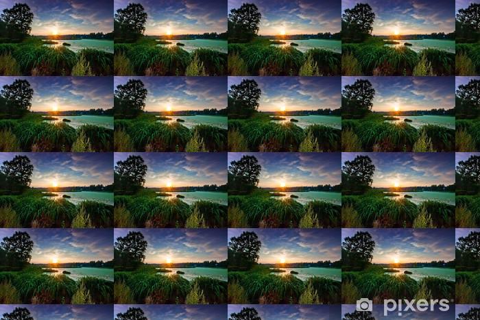 Papel pintado estándar a medida Paisaje con río pequeño bosque en la puesta del sol - Estaciones