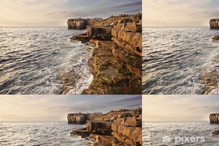 Vinylová Tapeta Ohromující geologické skalní útes útvary s vlnami zřítilo v - Voda