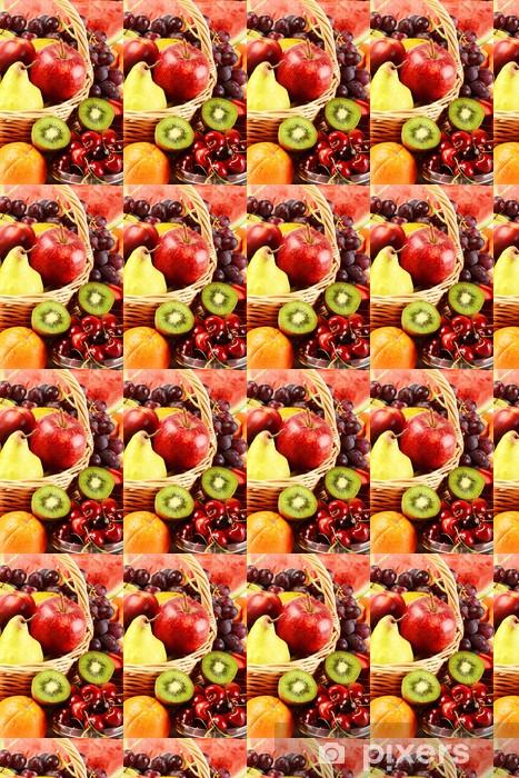 Papier peint vinyle sur mesure Composition avec une variété de fruits dans le panier en osier - Fruits