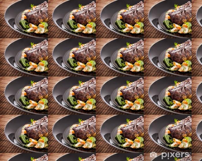 Vinyltapete nach Maß Gegrilltes Rindersteak auf dem Teller - Fleisch